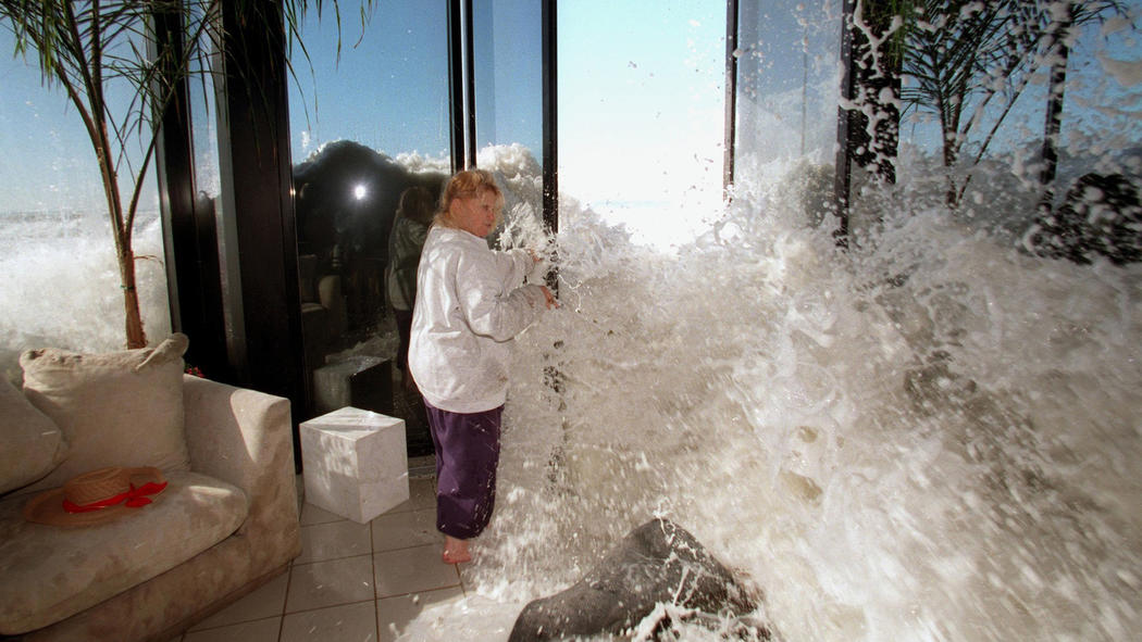 El Niño, Solimar Beach, 1998. I can't figure out how this happened, but it was in the L.A. Times, so I don't think it was photoshopped or anything. What led up to this situation? I would love to know.