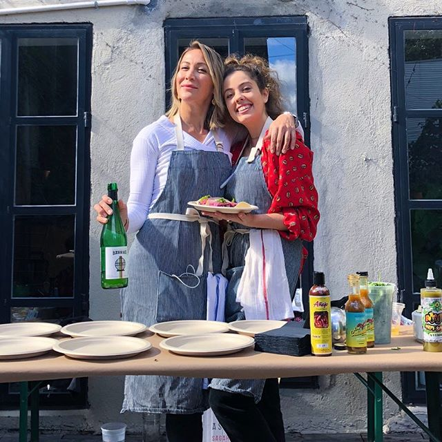 Had a blast Saturday serving up some venison 🦌 tacos 🌮 and getting sauced at the 4th Annual Hatch Chile Roast at the buddies @heatonist tasting room. Thanks for being my cilantro partner in crime @gwenny2.0 and thanks for the delicious primo 🌶 @nychotsauce and the drool worthy cidre @barrika_basque and of course 🍻 @brooklynbrewery 🙏🏼🙌🏼🌶🚨 . . . . . #venison #venisontacos #hunttotable #gamemeat #deerhunting #sustainablemeat #eatwild #fieldtotable #give0forks #givezeroforks #masterchef #mc8 #deerseason #fall #seasonalfood #primal #fit #eatfresh #eatlean #foodie #leanmeat #girlswhohunt #hunter #njhunting #farmtotable #happiness #outdoors #12gauge #tryit #liveyourlife
