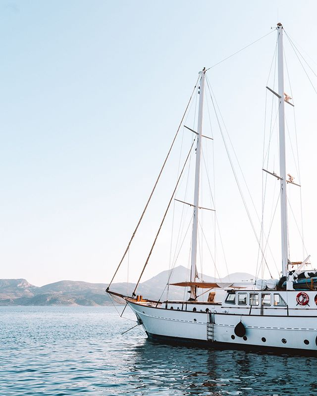 My newest life goal is to own a boat and do nothing but sail the Cyclades. Sounds reasonable, right? - - - - - #travel #passionpassport #mytinyatlas #traveldeeper #placestogo #lifewelltravelled #dametraveler #exploretocreate #travelstoke #staywild #stayandwander #theglobewanderer #lonelyplanet #roamtheplanet #instatravel #travelgram #igtravel #instapassport #natgeotravel #huffposttravel #cntraveler #milosgreece #milos #greece #sonya7riii #greece_travel #greeceislands #cyclades #kikladhes