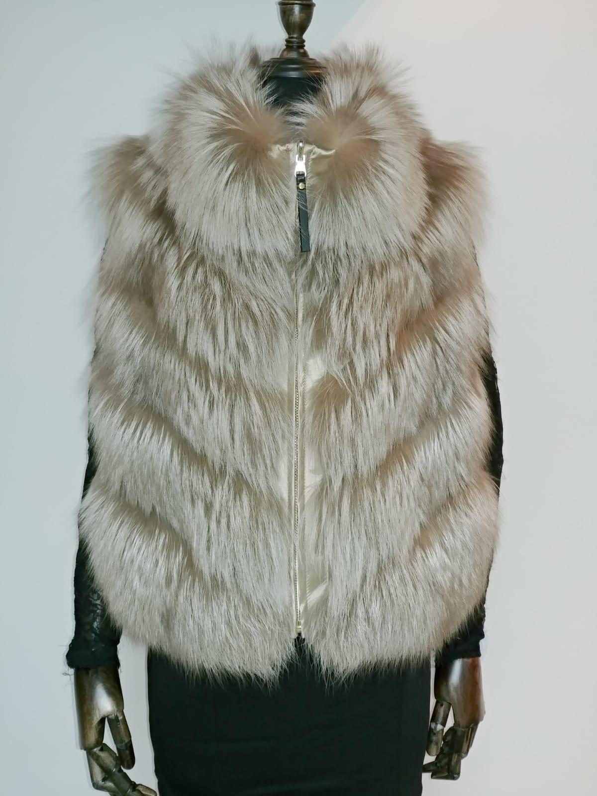 PV55559BU-AF - 51cm Arctic fox reversible down Vest (90% goose down) US$680, special price: US$480