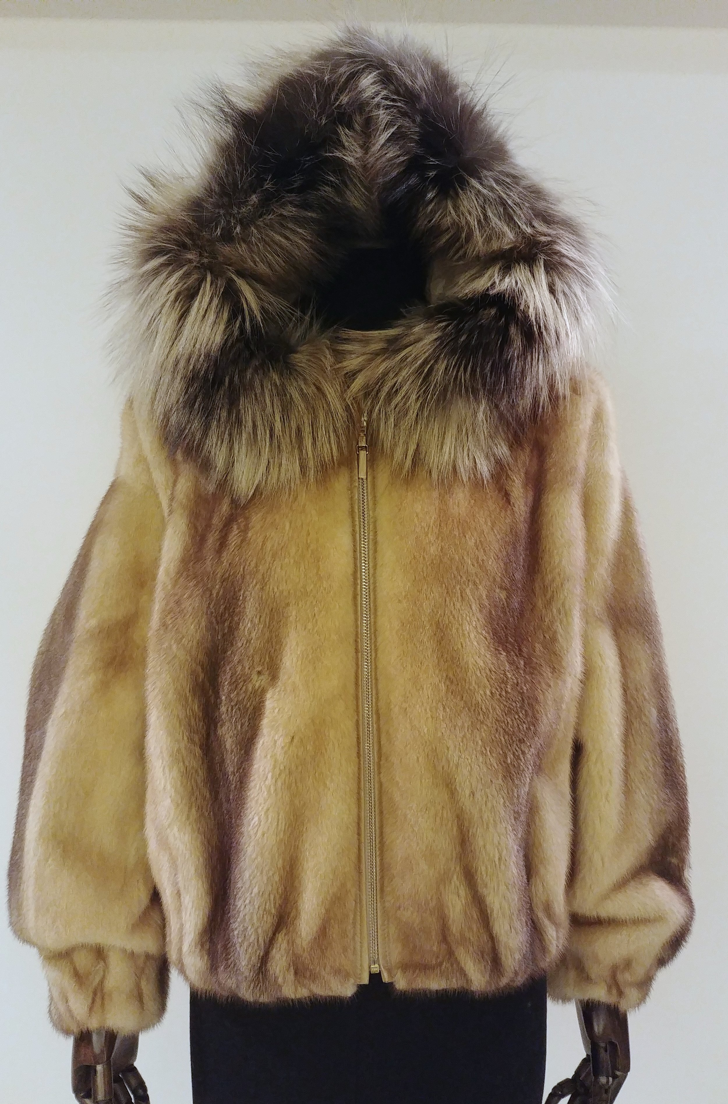 FJ55424CL - 53.5cm Mink Zip Jacket with silver fox hood trimSpecial price: US$900 Available size M