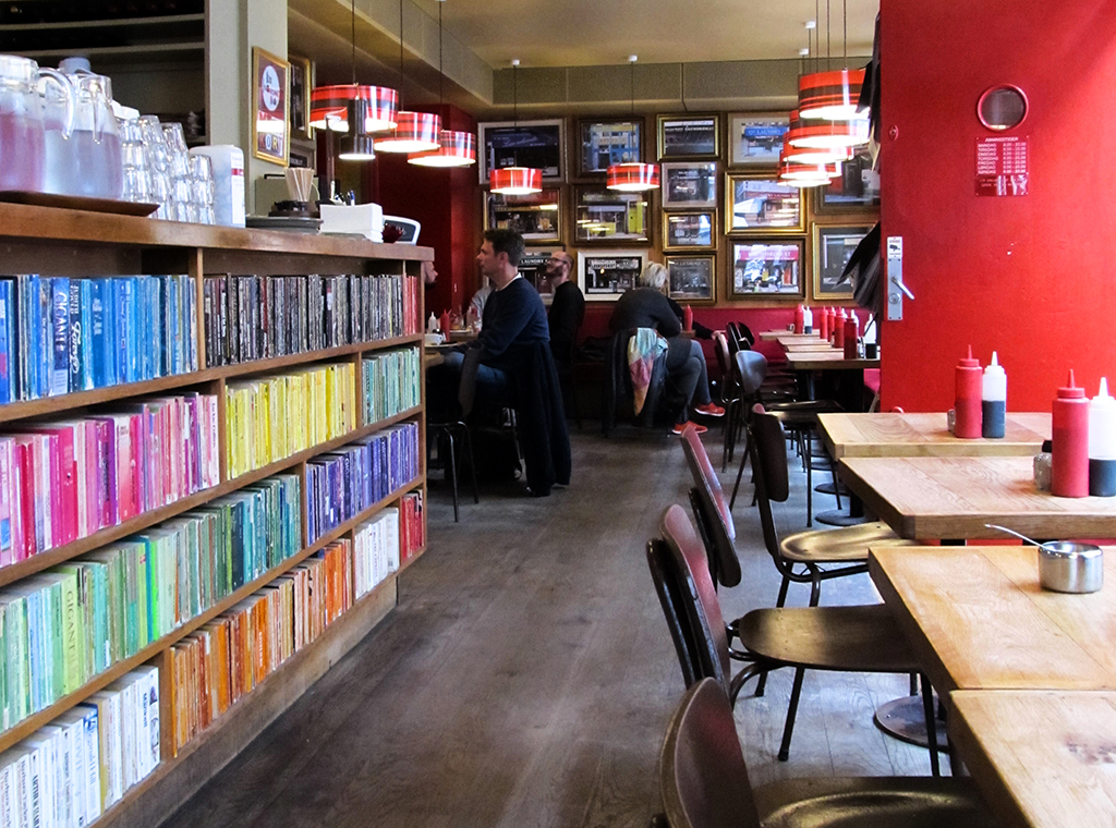 Laundromat Cafe. Photo by Caroline Hadamitzky