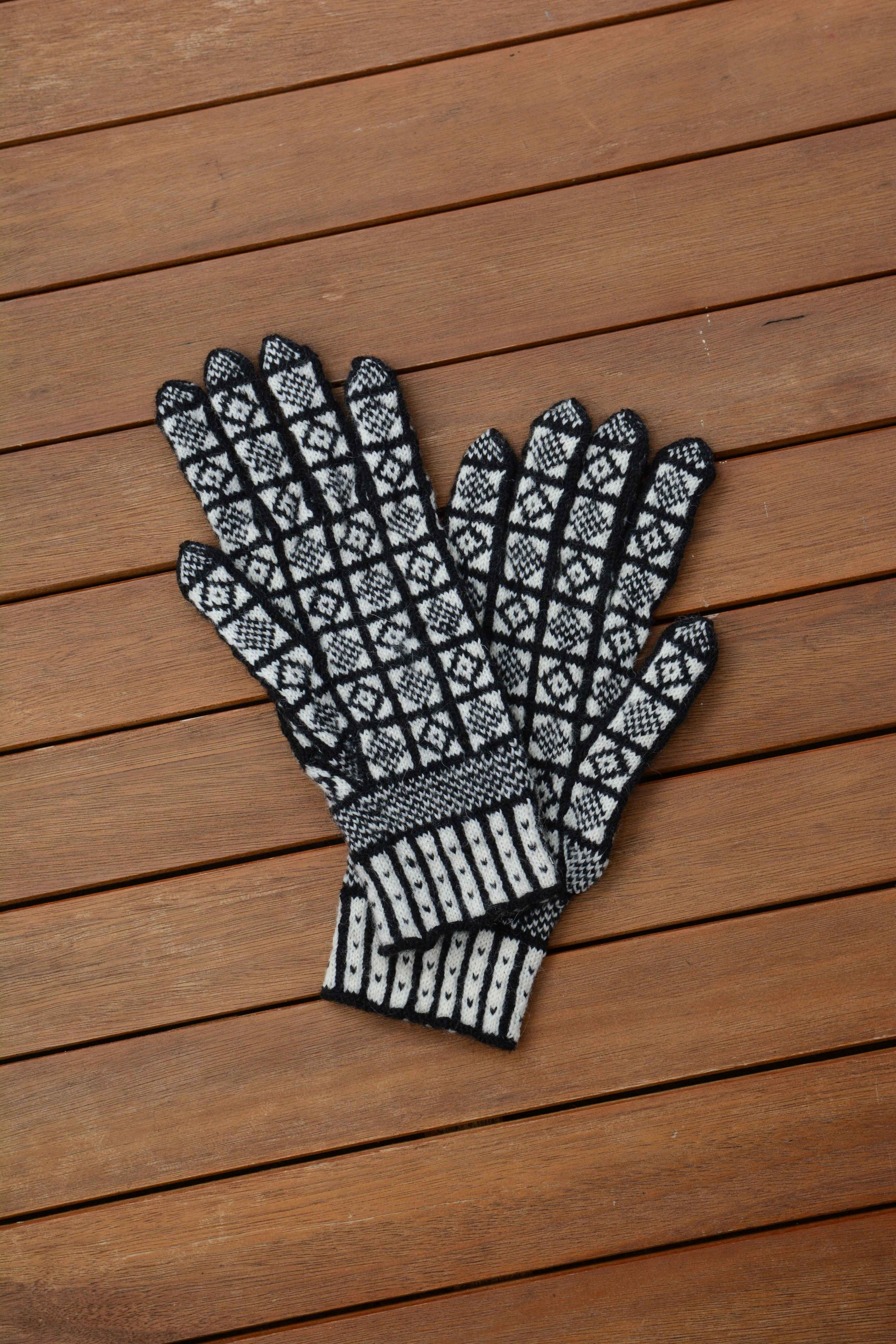 - Bespoke hand knitted Merino ladies gloves in Duke pattern, made to order for perfect fit £125.00