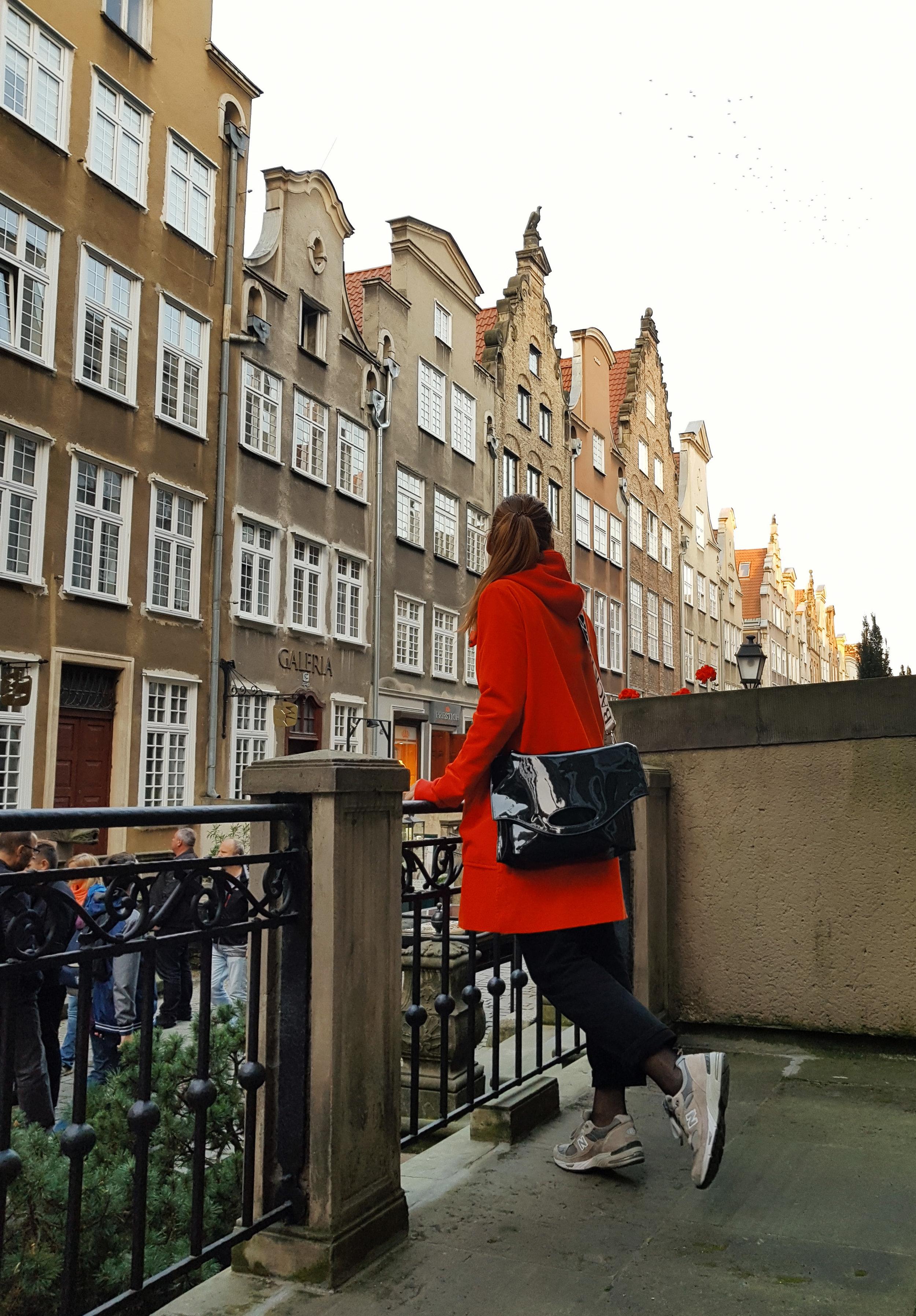Ganni coat // BACK bag // New Balance sneakers