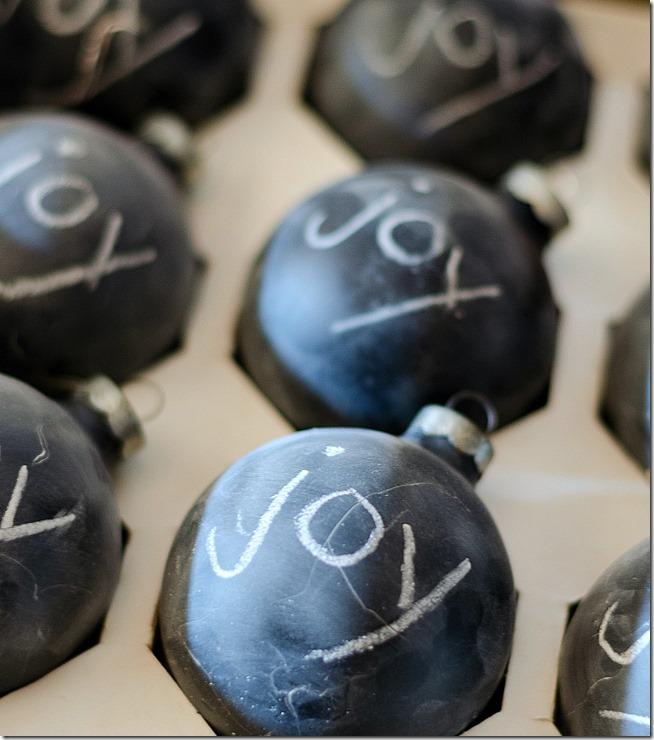 chalkboard-painted-christmas-ball-ornaments-3_thumb1.jpg