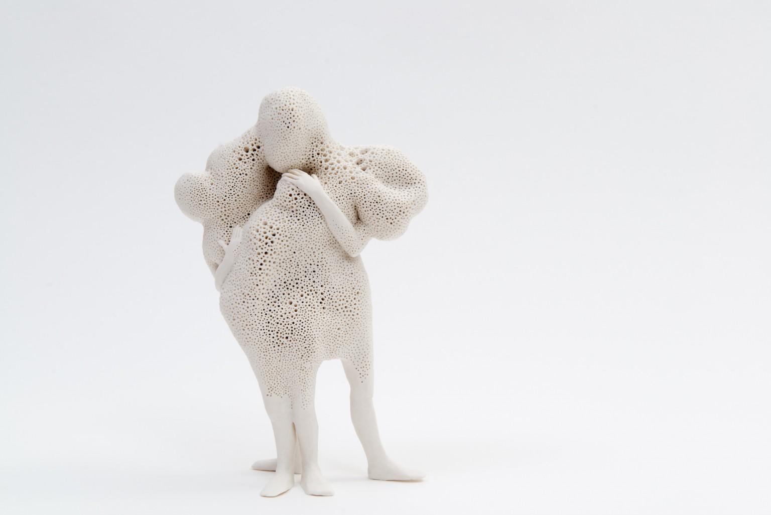 As figuras são feitas de porcelana inglesa e são do tamanho de uma mão.