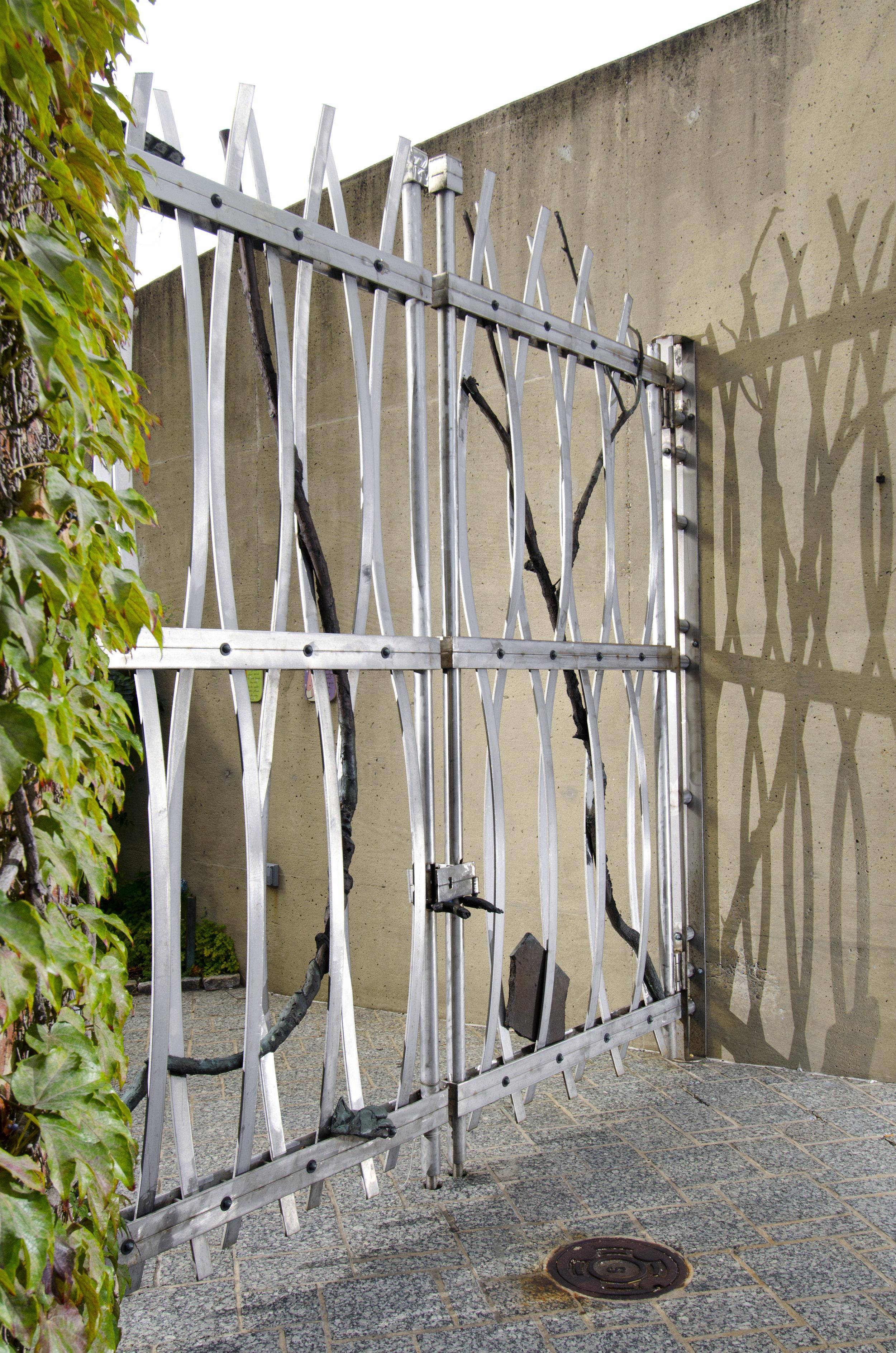 AVAM Barn Gate