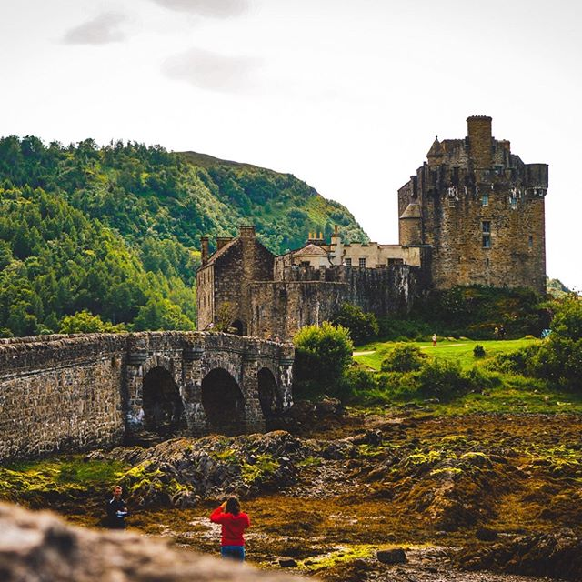 Scotland was picture perfect. By FAR one of the best vacations I've ever been on! What's been your favorite adventure? Comment below!👇🏼 • • • • • #scotland #eileendonancastle #adventures #musician #losangelesmusicians #losangeleslivemusic #lamusic #coverartist #adventureofalifetime