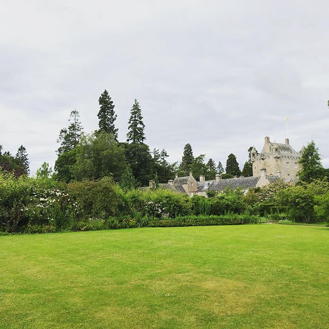 Visiting the Cawdor Castle with my cutie pie parents and fam. ♥️ getting to experience new places and things with family is the best!! @jeffjones222 @crystajones1 • • • • • #scotland #cawdorcastle #musicianinscotland #lamusician #musicianadventures #castlesinscotland #familyadventures #jonesfamilyadventures #familyvacation