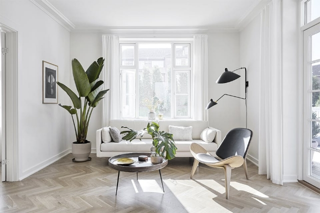 With an impeccable sense of style and a keen attention to details, Kathrine has created an amazing home for her family. The simple white walls and warm wooden floors are paired beautifully with strong accents and sharp design details.