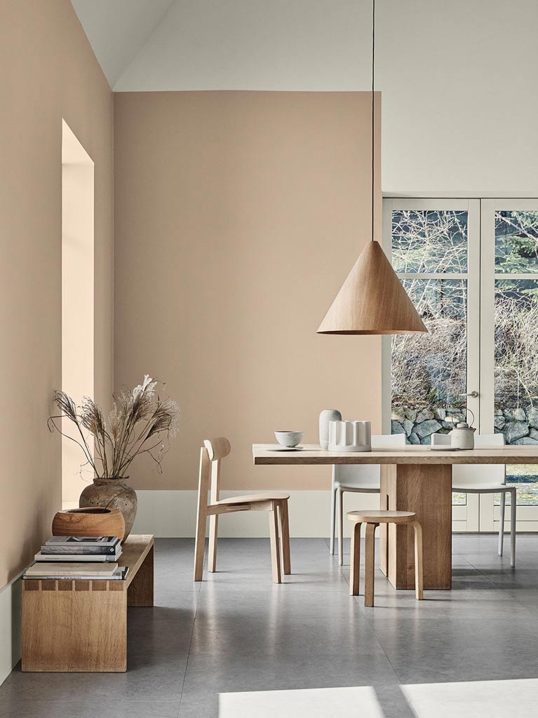 Neutral colours create a calm and relaxing space. Photo by Jotun