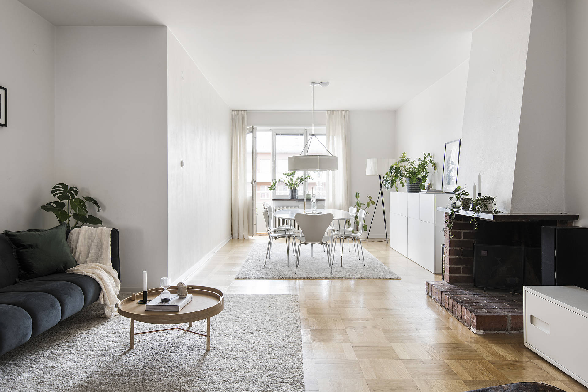 Even though the natural light is limited, the crisp white walls ensures the space feels airy and light.