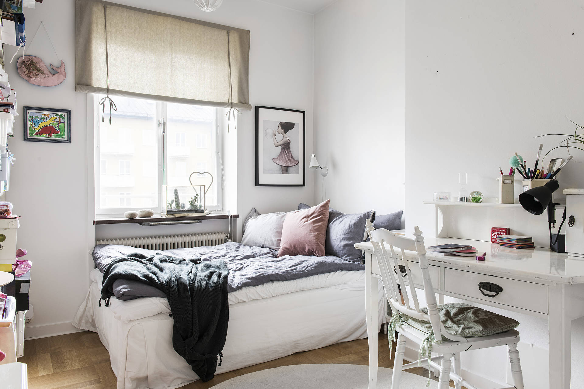 The monochromatic colour scheme continues in the other bedroom with just enough pink accents to let you know that a girl lives here.