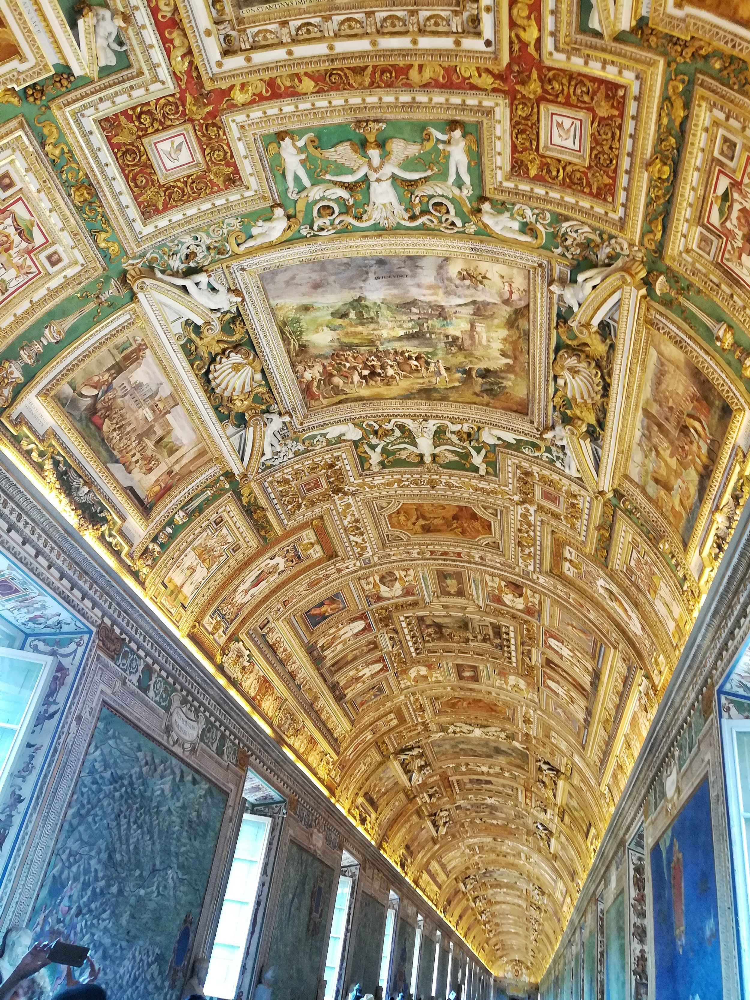 Pretty ceiling within it