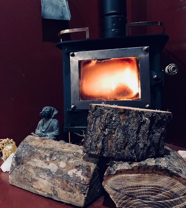 I'm so grateful for this fire you guys. It's what's keeping The Willow Tree afloat right now. It's cold out there and it's going to be even colder tomorrow morning. Our @cubicminiwoodstoves  needs to be fed every hour to keep this fire alive so it'll be a long night of taking turns getting up. Good thing I love this house because I haven't left it since Saturday and I am definitely getting cabin fever 🤪😜 . . #thisismynorth #midwest #midwesttinyliving #midwestisbest #mn #mnwinter #cubicminiwoodstove #cubstove #woodstove #polarvortex #polarvortex2019 #tinyhouseliving #tinyhouselife #tinyhouse #tinyhousemovement #tinyhousetribe #tinyhousenation