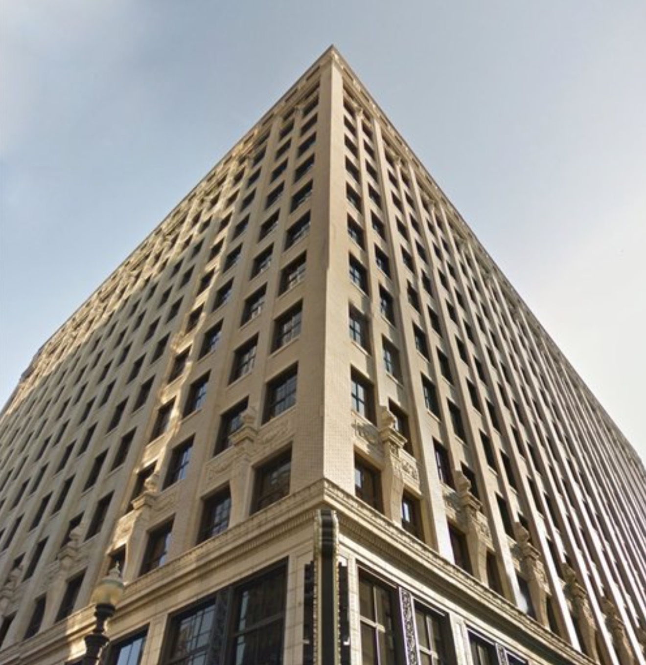 <strong>STARKS<br>BUILDING</strong><br>Louisville, KY<a href=/the-starks-building>View →</a>