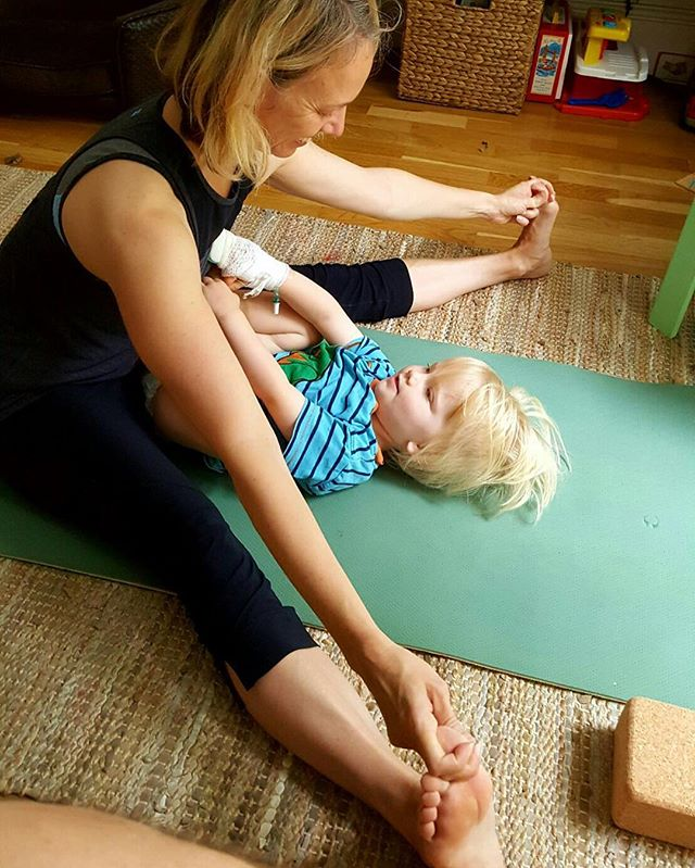 Mummy and toddler yoga #saturday #motherandson #lovemyboy #yogamom #yogafamily