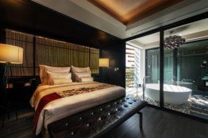Guestroom_akyra-Manor-Hotel-Chiang-Mai_02_sleeping-area-1-300x200.jpg