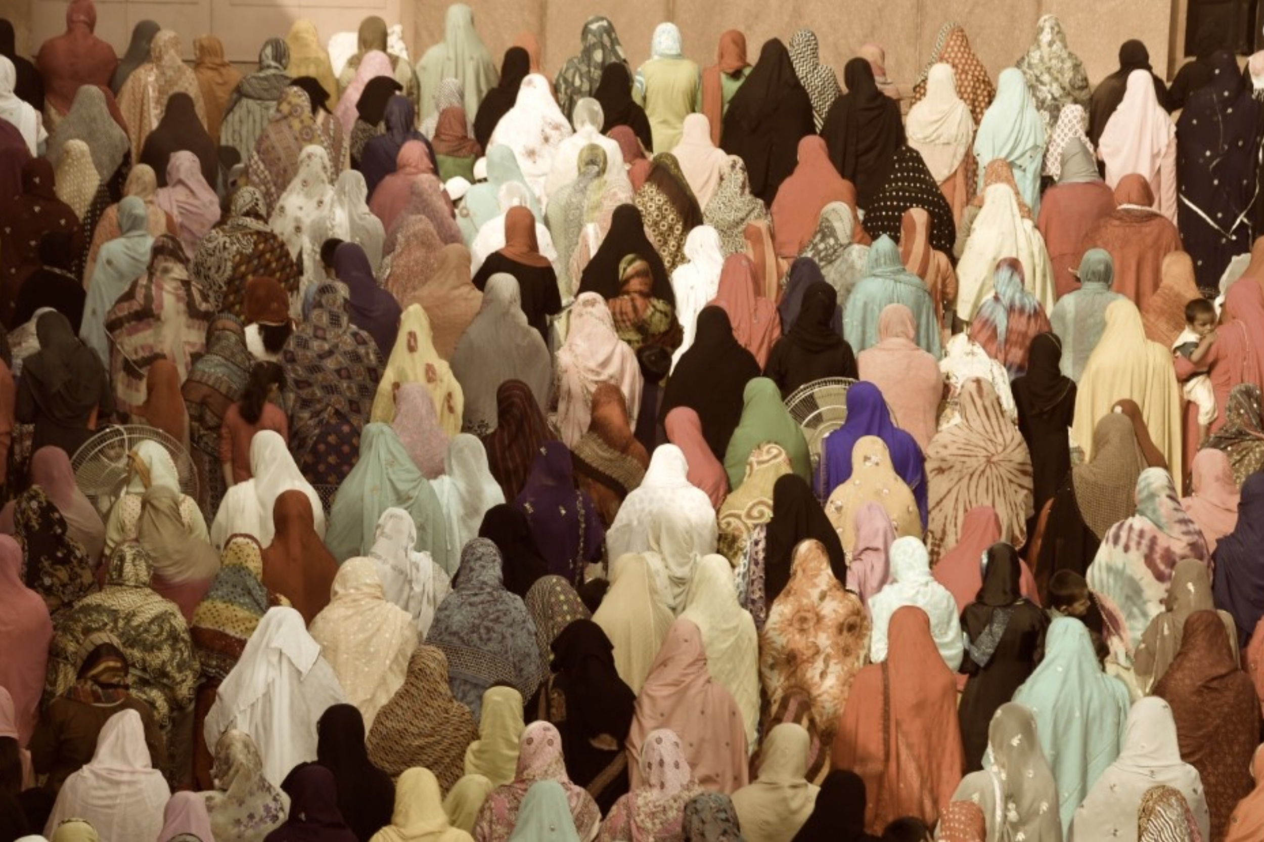 Muslim women praying.jpg