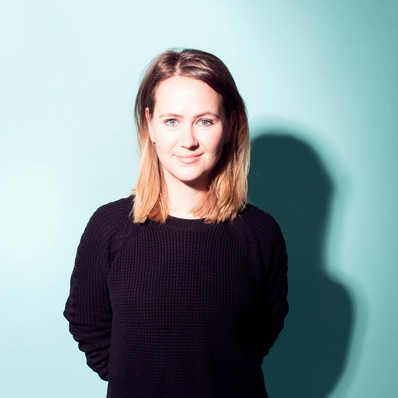 Katharina Böhnke - Katharina ist Mitbegründerin/ Geschäftsführerin des Berliner Ideenlabors und unterrichtet »Kreativität, Innovation & Unternehmergeist« an der HTW Berlin. Mit ihrem Background in Kommunikationsmanagement und tiefen Wurzeln in der Startup-Welt unterstützt sie Organisationen und Teams in strategischen Kreativ- und Innovationsprozessen.