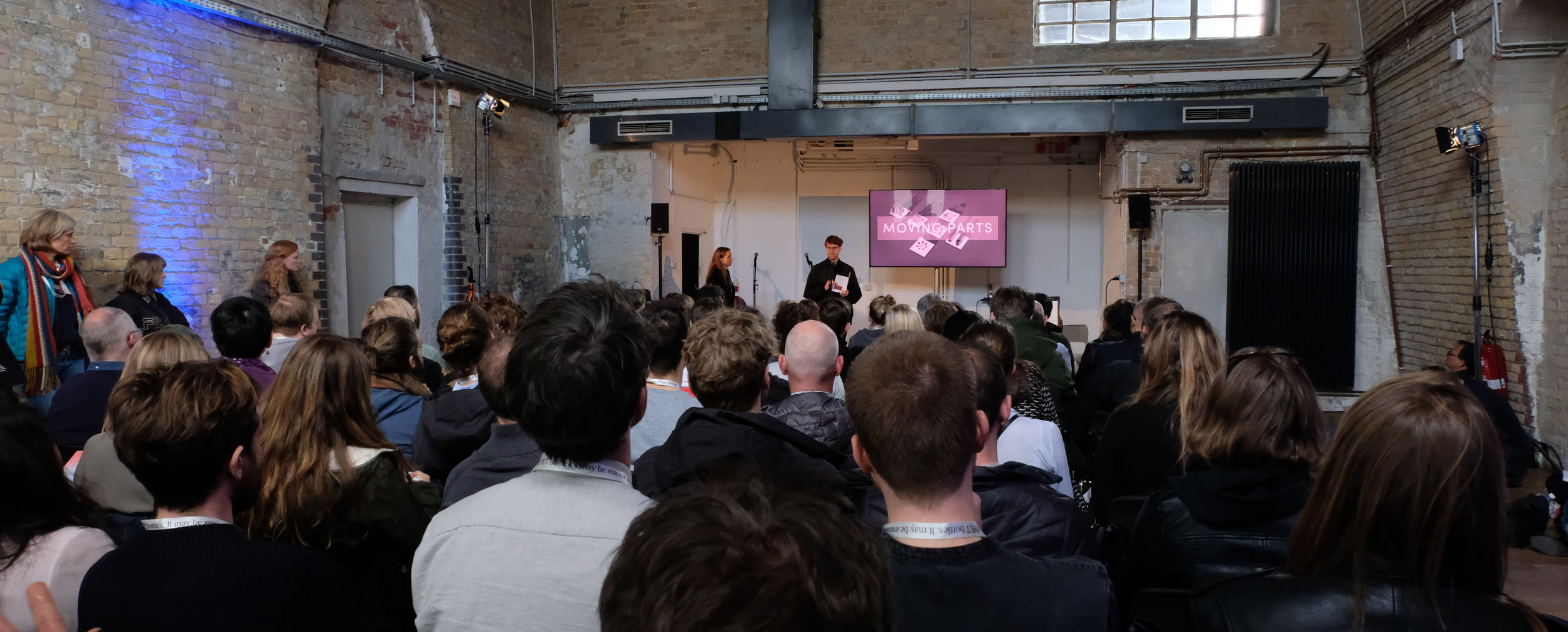 Live beim Vortrag auf der re:publica 2019: Wilhelm Rinke und Julie Reindl stellen das Projekt Moving Parts und Spekulatives Design im Berliner Ideenlabor vor
