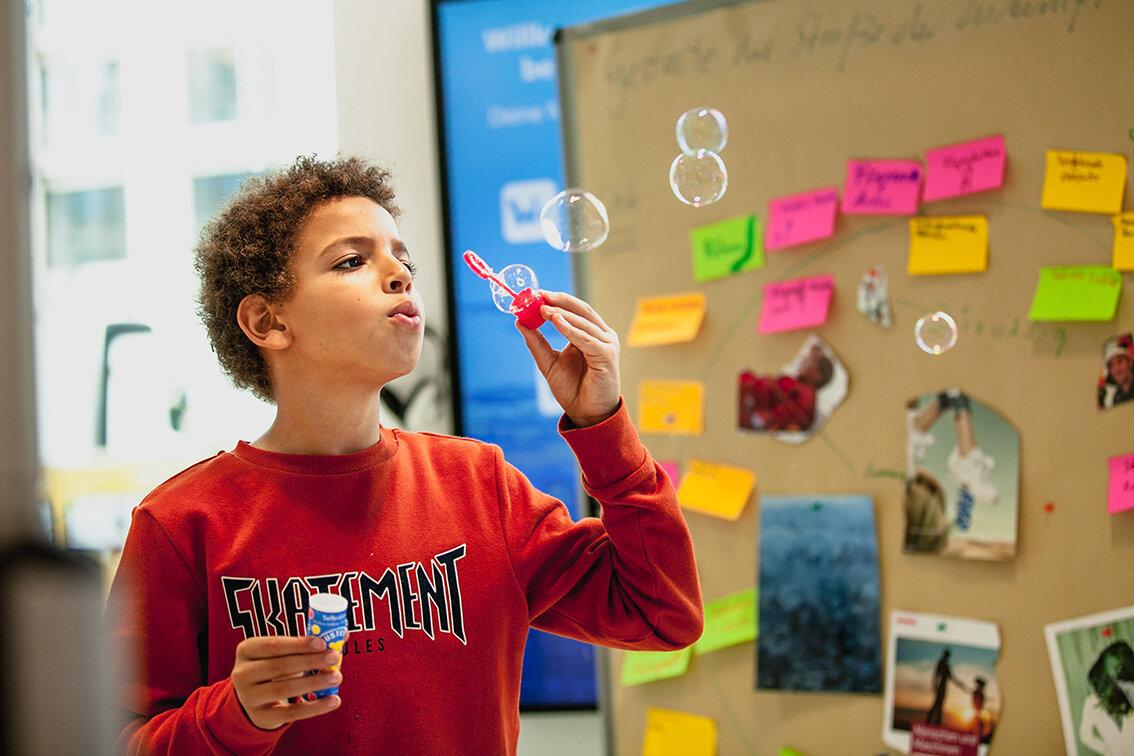 Tag 2Anderen helfen - Problemverständnis/ Empathie aufbauenWer wird heute im Bereich »XY« ungerecht behandelt?Ideen brainstormen und Lösungen bastelnWie können wir dieser Person in Zukunft helfen?