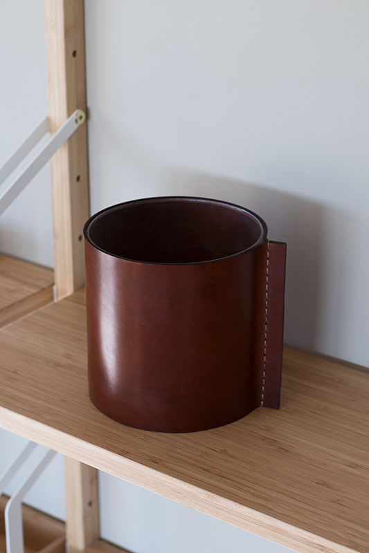 natural_leather_vase.jpg
