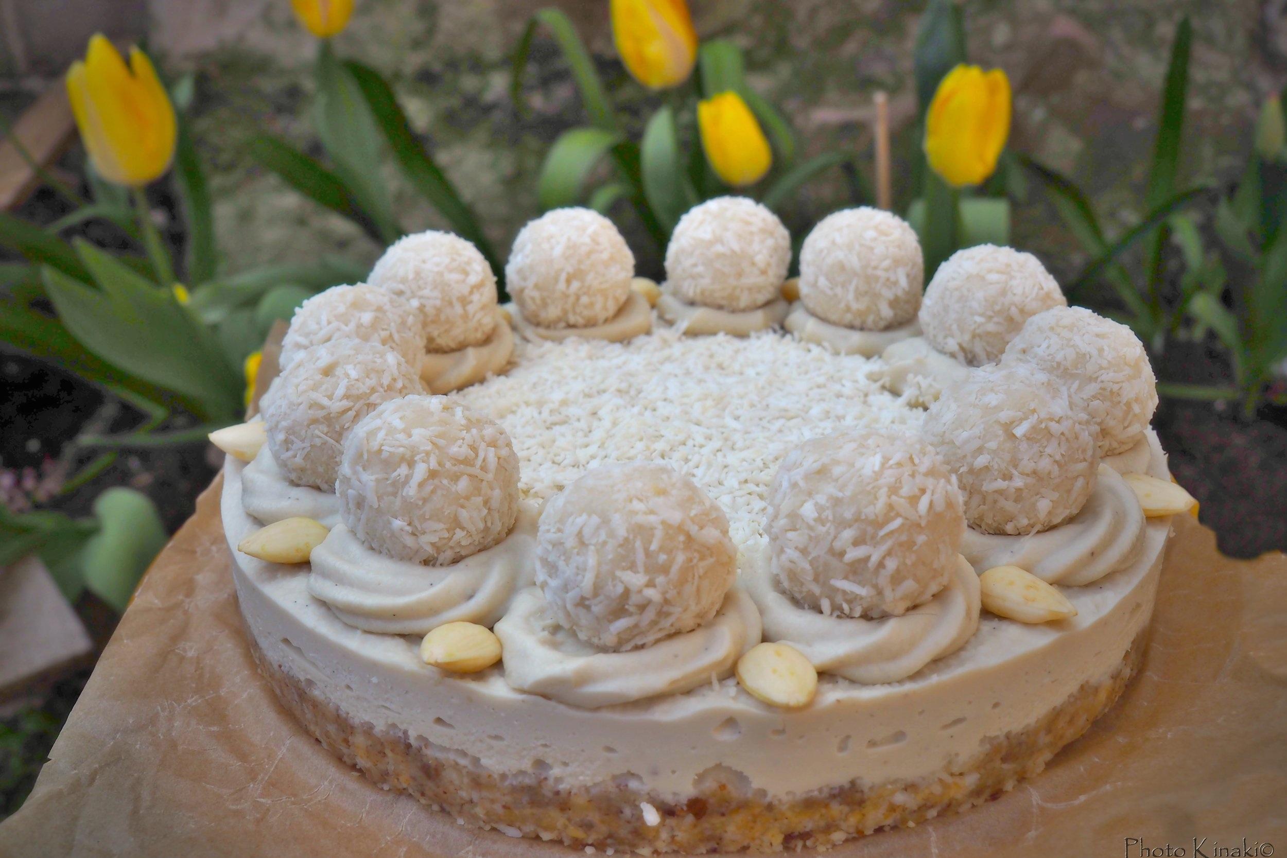 """""""Rawfaello"""" Coconut & Vanilla cake"""