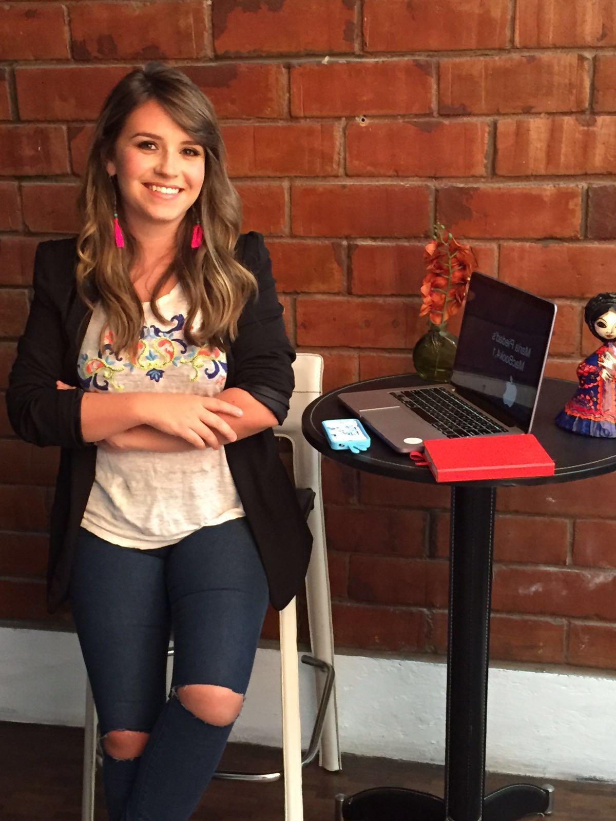 Andrea Costales - Quiteña de 28 años, estudió en la Universidad San Francisco de Quito la carrera de Ciencias Políticas y se ha especializado en temas de género, y emprendimiento.Desde los 16 años ha estado involucrada en proyectos de carácter social; es fundadora de WARMI, empresa que diseña y produce diversos productos con una comunidad de mujeres en las afueras de Quito.Andrea también da servicio de consultoría a aquellas mujeres que quieren crear un negocio propio que esté alineado con su misión de vida.Ha sido colaboradora de diversos medios de comunicación como: Revista SOHO y Gkillcity.