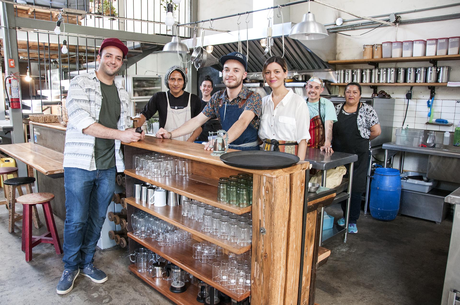 Parte del equipo en Laboratorio Diseño/Gastronomía. A la izquierda Camilo Khon, pionero en el proyecto.