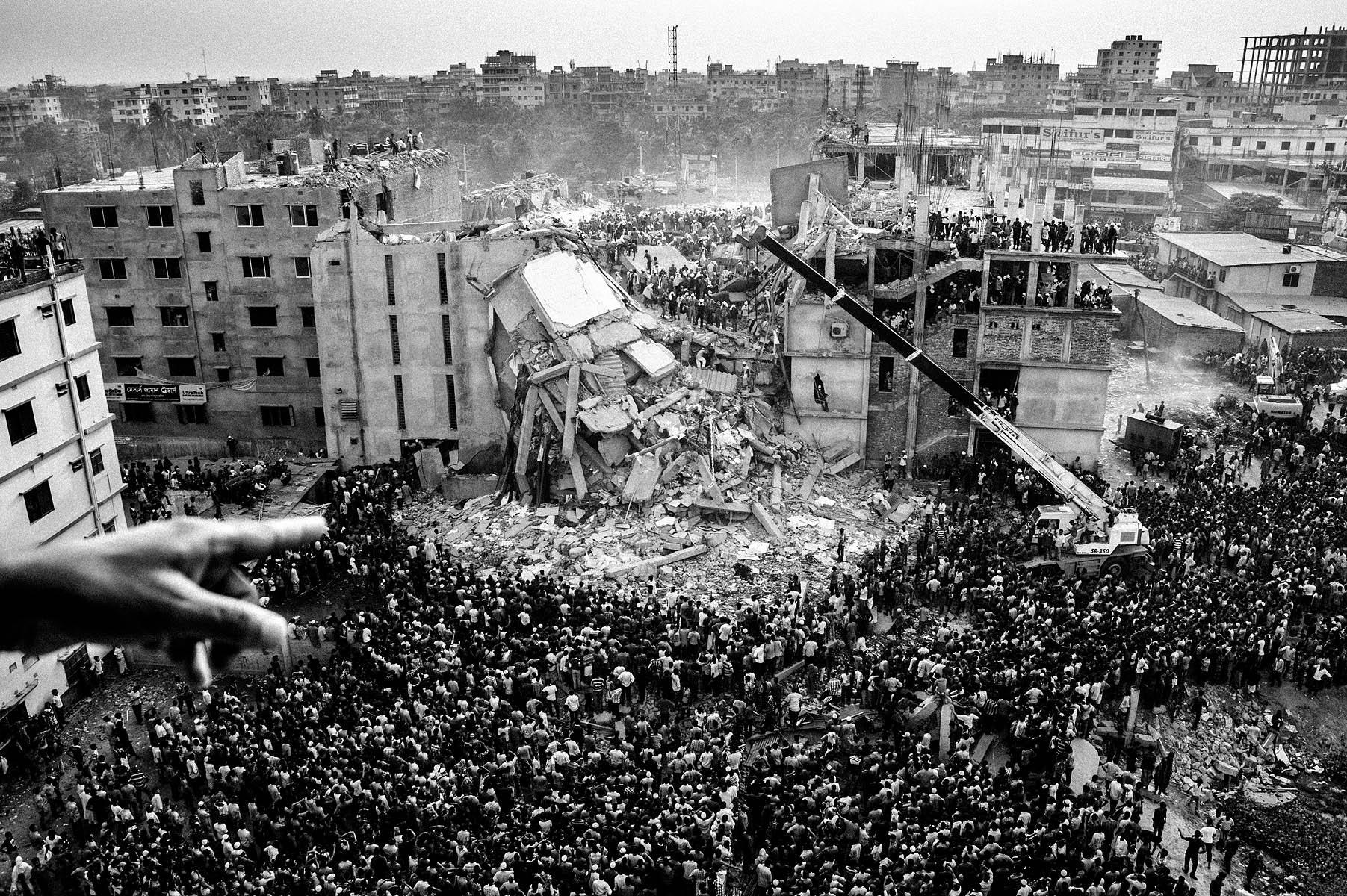 "El colapso del ""Rana Plaza"". Fotografía: Rahul Talukder"