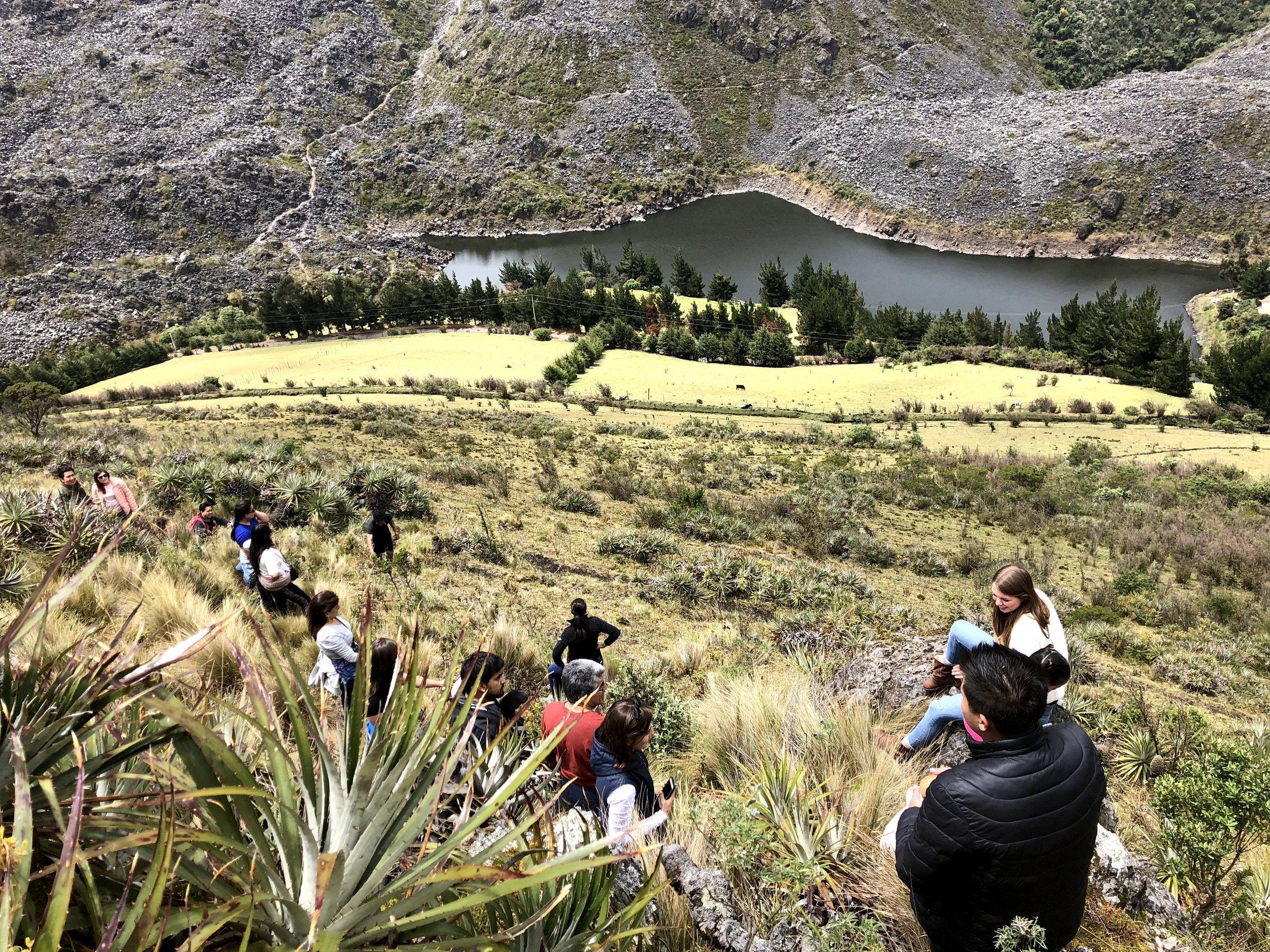 Laguna Tipo Pugro, en los páramos de la Reserva Antisana.