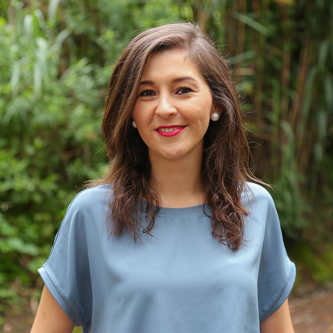 Daniela Álvarez - Creadora de @nunalifestyle. Comunicadora y MBA en Emprendimiento e Innovación. Actualmente se desempeña como marketera y se define como fan de las marcas con impacto. Cree en el consumidor como agente de cambio.Instagram: @danyalvarezy