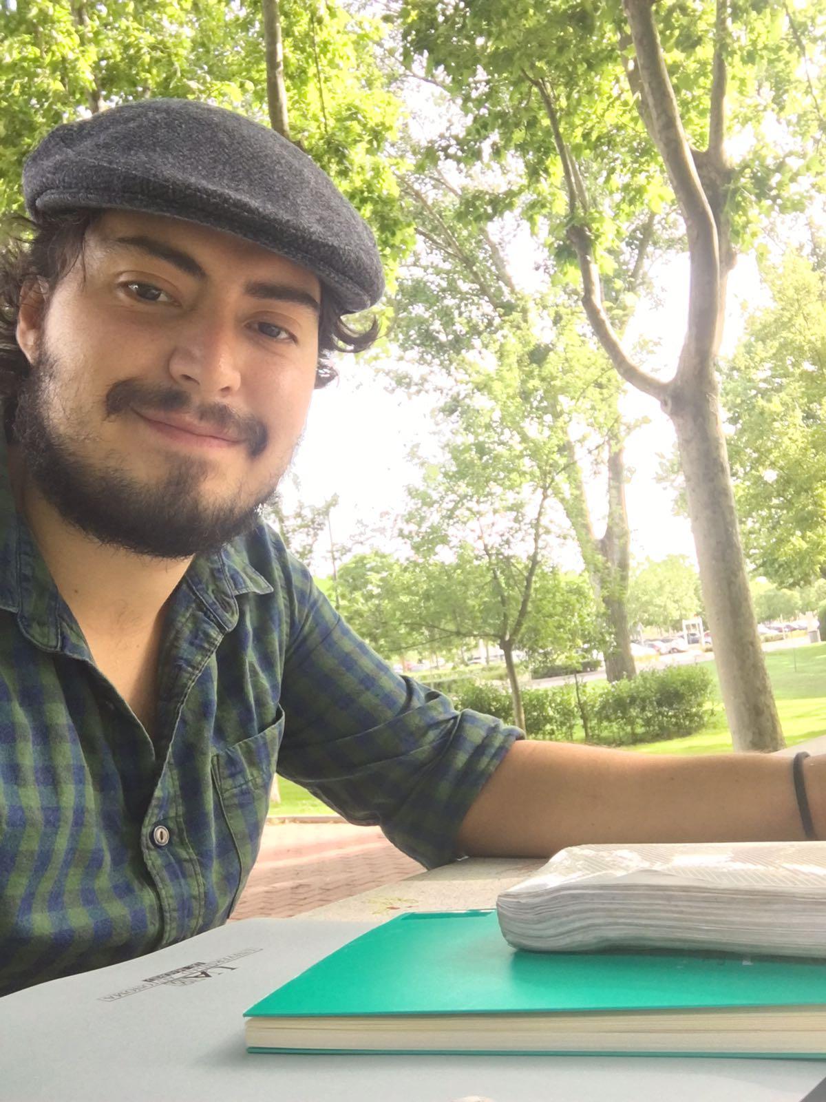 Gustavo Redín Guerrero - Abogado en gobernanza y derechos humanos, experto en derecho ambiental y apasionado por el compostaje.