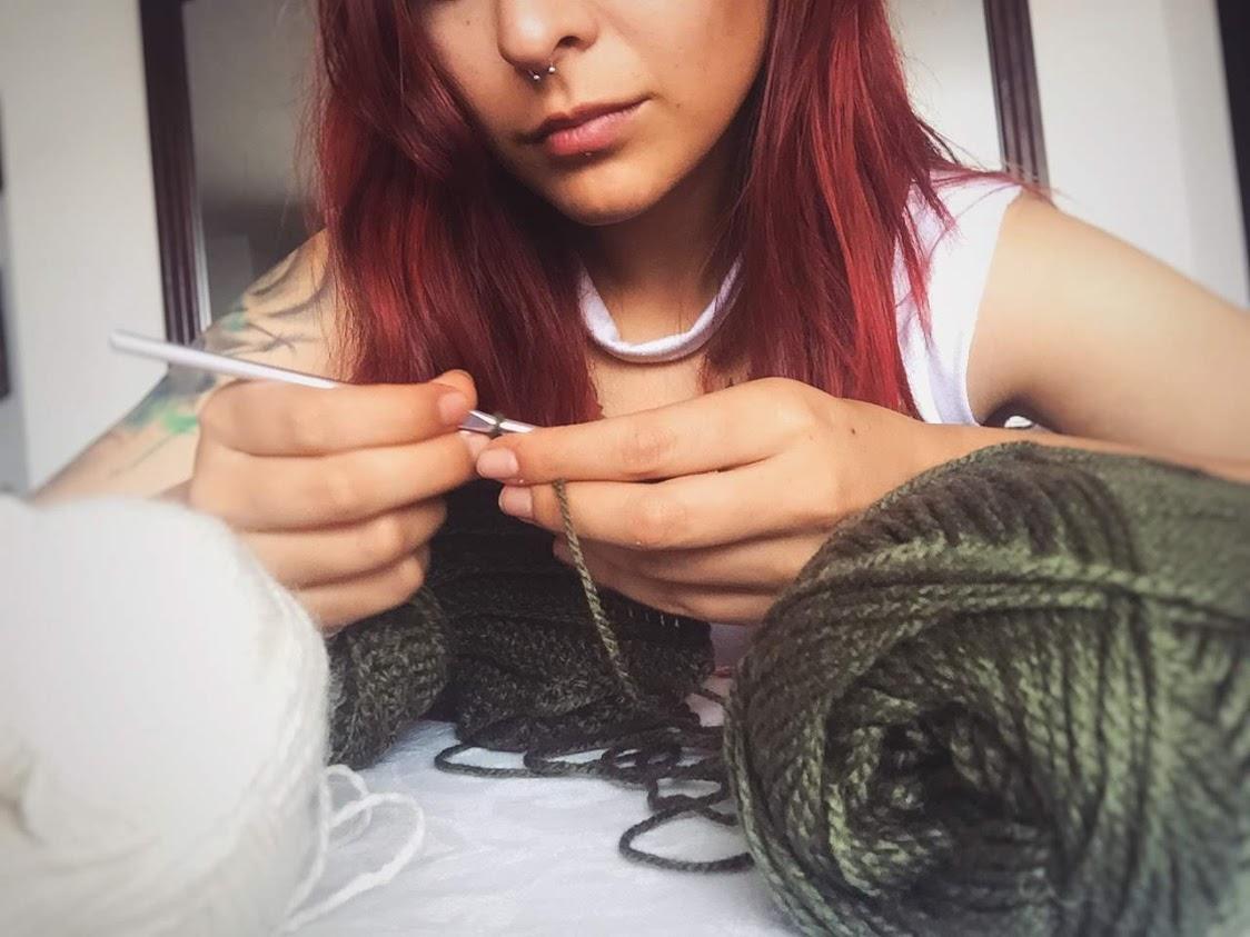 Proceso de tejido de prendas. Foto Andrea García/Awak