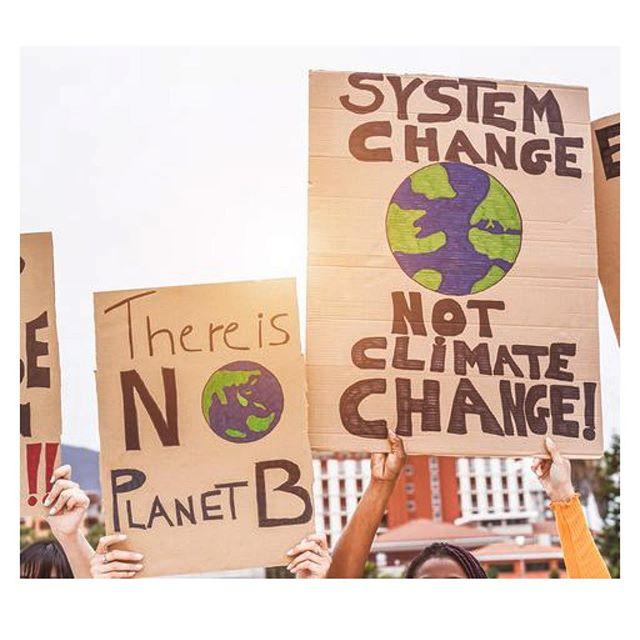 Porque el momento es AHORA. Es AHORA, más que nunca, que tenemos la responsabilidad de CAMBIAR: las empresas en sus modelos de negocio, los individuos en sus hábitos de consumo y el gobierno en sus políticas y regulaciones. . Nos unimos al llamado de @gretathunberg y al miles de jóvenes en el mundo que están marchando para demandar una acción urgente de TODOS NOSOTROS para frenar el cambio climático 🌎💪. . ¡Involúcrate! Consulta las convocatorias que se harán en Ecuador en @fridaysforfuture_ecuador  #ClimateStrike #strikewithus
