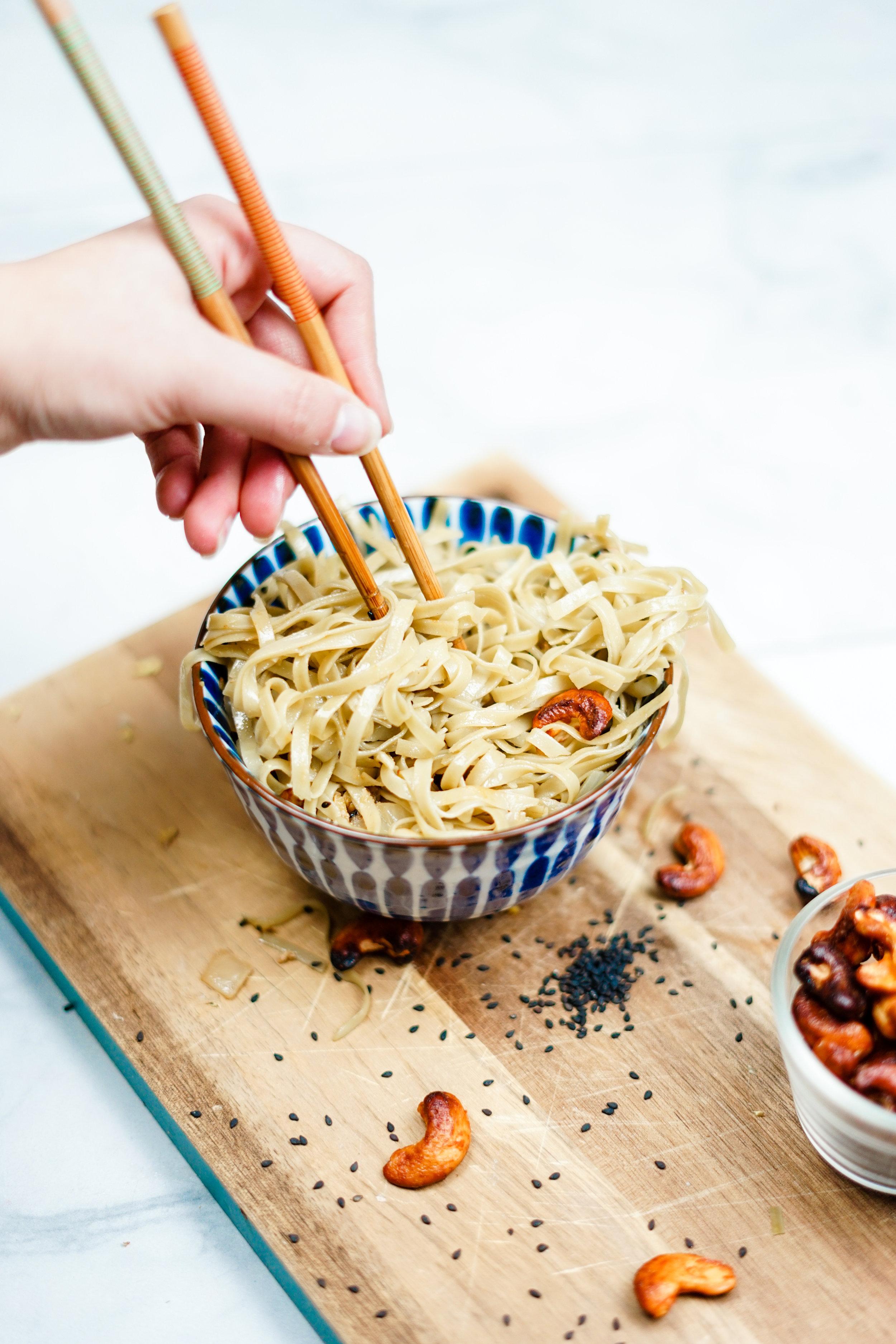 i am rorie, i am rorie vegan food, chicago vegan food blogger, green tea noodles, cooking with tea, tea infused foods, green tea garlic ginger noodles, easy garlic noodle recipe, garlic and ginger flavors, easy noodle recipe, easy vegan noodle recipe, sesame oil, the best garlic noodles ever, how to make garlic noodles, green tea infused rice noodles, how to make garlic noodles, easy vegan comfort food, the best vegan comfort food, i am rorie comfort food, sriracha roasted cashews, sesame seeds, whole foods, i am rorie food