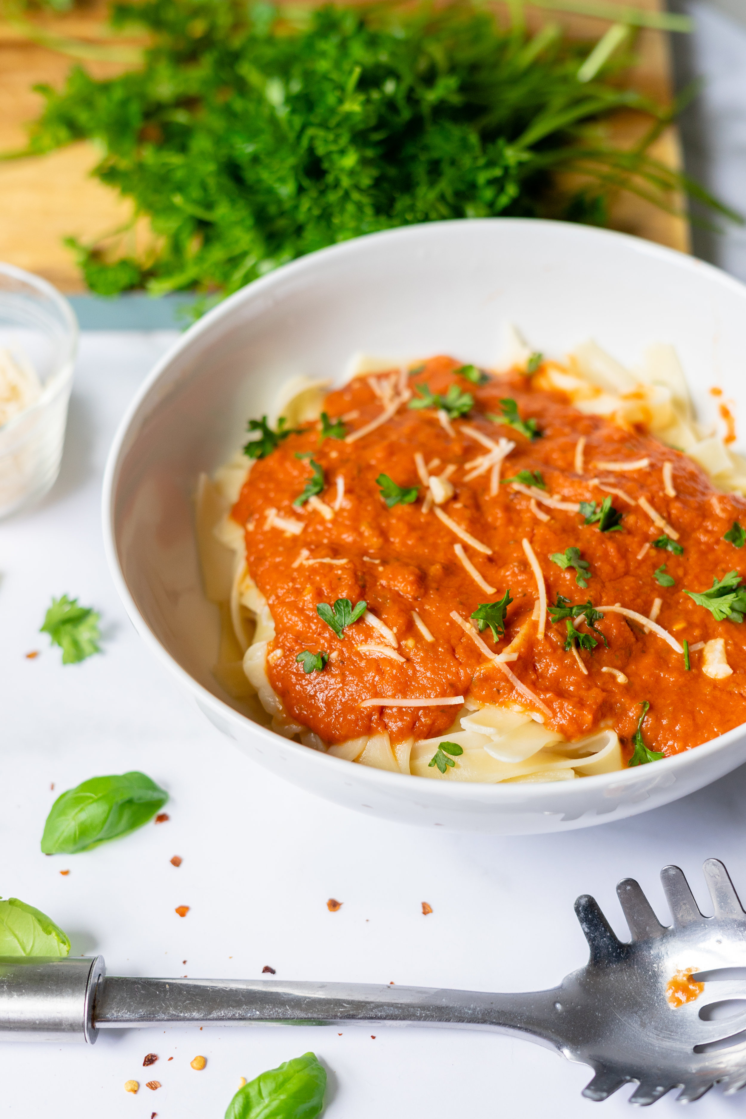easy pasta sauce, easy pasta sauce recipe, pasta sauce, pasta sauce recipe, vegan pasta recipes, how to make your own pasta sauce, make your own pasta sauce, make your pasta sauce at home, arrabbiata sauce recipe, what is arrabbiata, what is arrabbiata pasta sauce, how to make arrabbiata pasta sauce, what makes arrabbiata pasta sauce spicy, i am rorie, i am rorie arrabbiata pasta sauce, i am rorie food blog, chicago food blogger, vegan food blogger, chicago vegan food blogger, home made pasta sauce, home made arrabbiata sauce, simple arrabbiata sauce, garlic, canned crushed tomatoes, olive oil, red pepper flakes, what can you make with a can of tomatoes, what can you make with a can of crushed tomatoes, easy recipes using things that are already in your pantry, what can i make with a can of tomatoes