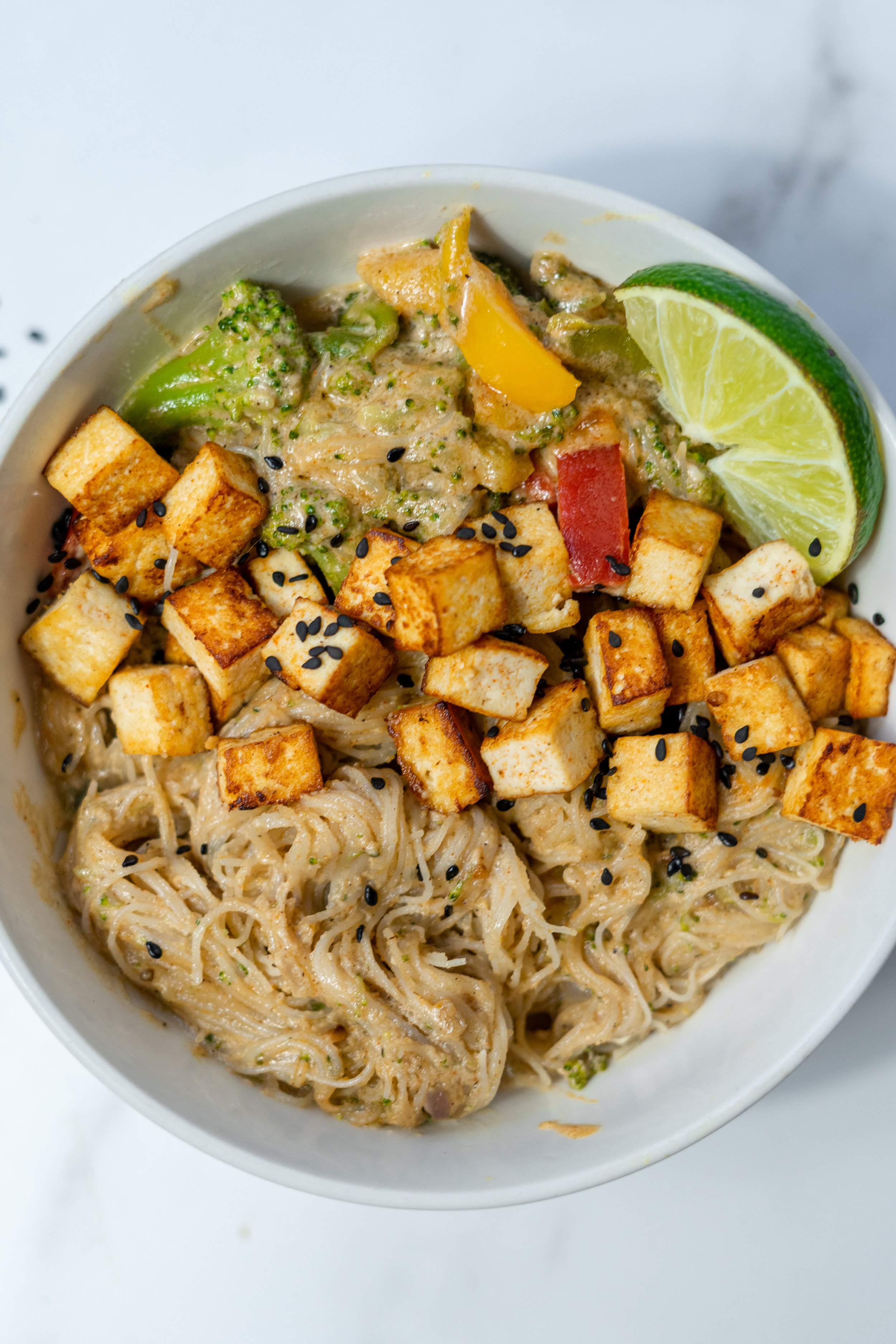i am rorie, food blogger, vegan food blogger, curry recipe, easy curry recipe, vegan curry recipe, how to make curry, curry noodles, garam masala, curry, ginger, indian food, vegan indian recipes, chicago food blogger, chicago vegan food blogger, tofu, how to cook tofu, crispy tofu recipe, crispy tofu, how to make crispy tofu, sesame seeds, sesame oil, i am rorie curry recipe, broccoli, bell peppers, rice noodles, recipe using rice noodles, easy vegan recipes