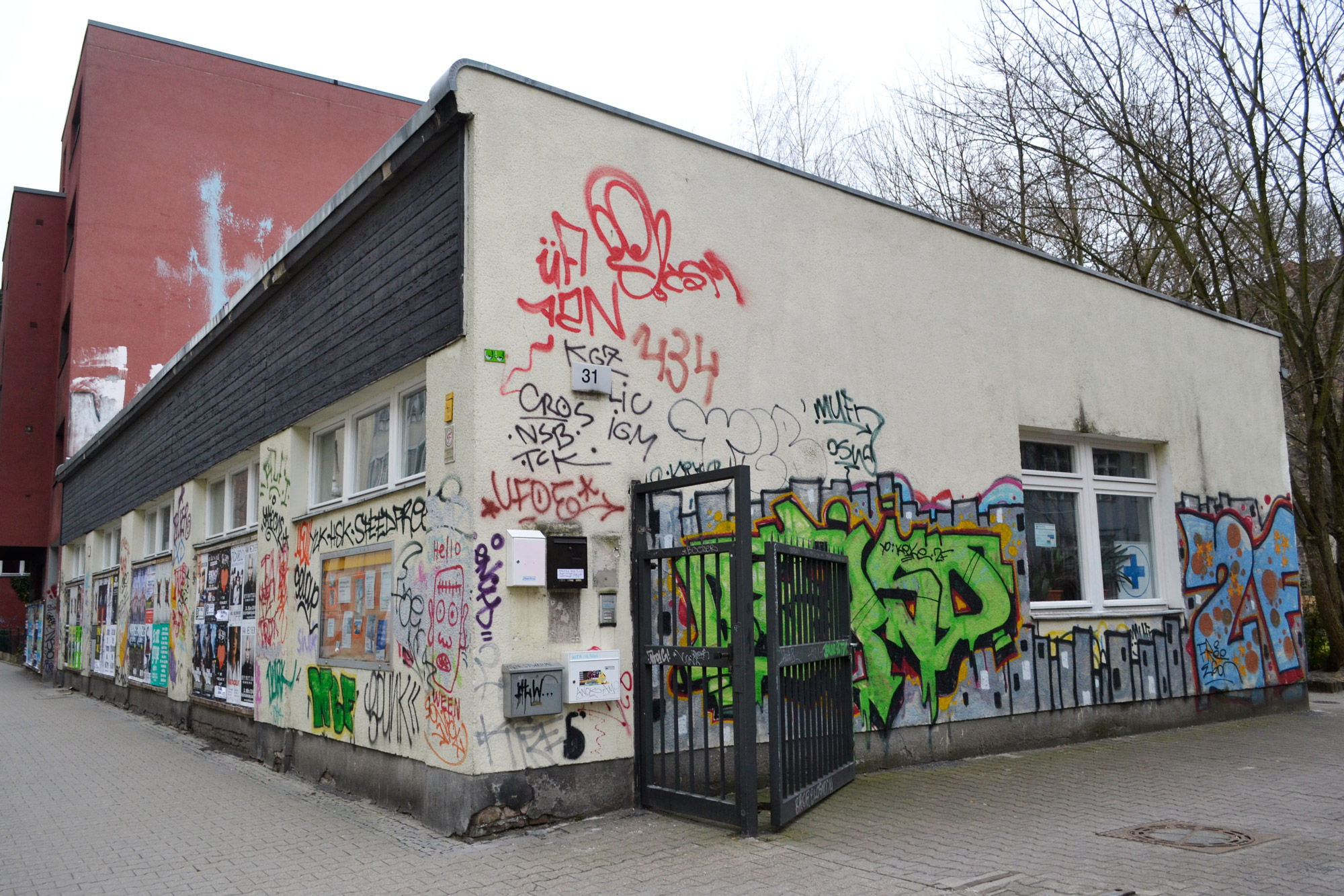 urbanbacklog-berlin-halfway-graffiti-3.jpg