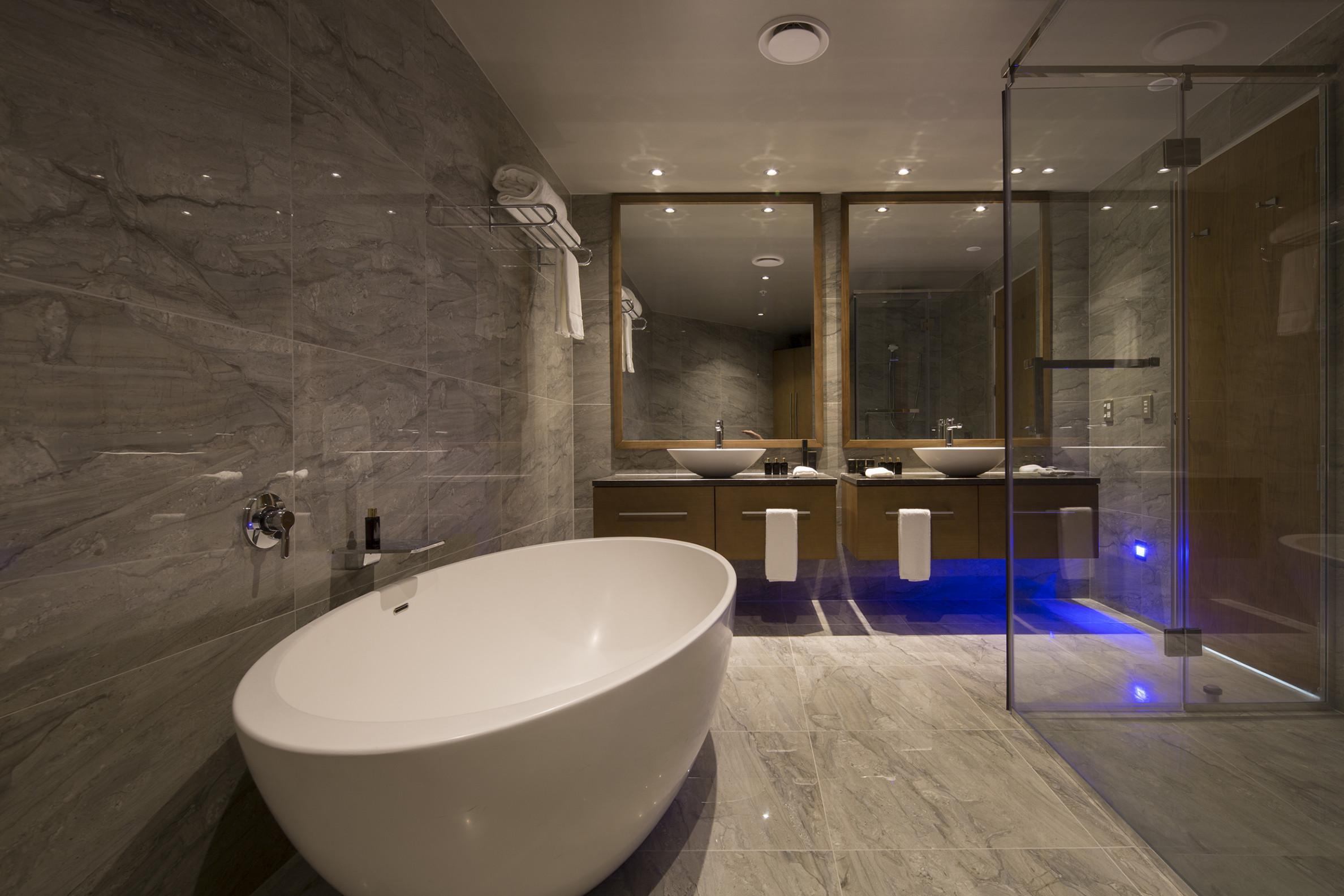 Distinction Dunedin bathroom