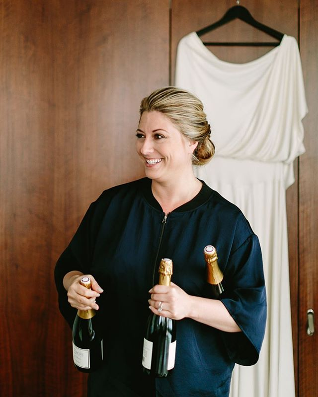 Headed into the new year like... Wishing you all love, success, & happiness in 2019 ❤️ 📷 @karenobrist  #champagne #michiganwedding #michiganhairstylist #detroithairstylist #detroitmakeupartist #detroitwedding #michiganmakeupartist #nycwedding #nycmakeupartist #nychairstylist #updo