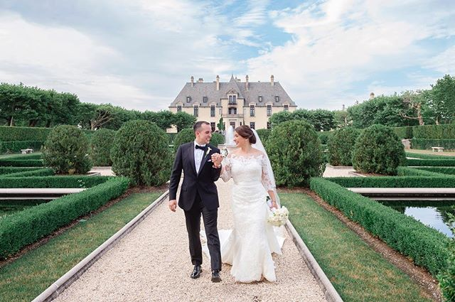 Found out this gorgeous Long Island wedding, has been featured on @caratsandcake ! . . Photographer: @adayofblissphotography  Hair & Makeup for bride and bridal party: @ashleylugashihairandmakeup  Wedding planner: @everythingfabulous4yourevents . . #ohekacastle #longislandwedding #caratsandcake #bridalhair #bridalmakeup #bridalinspo