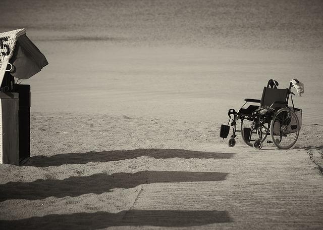 wheelchair-1327822_640.jpg