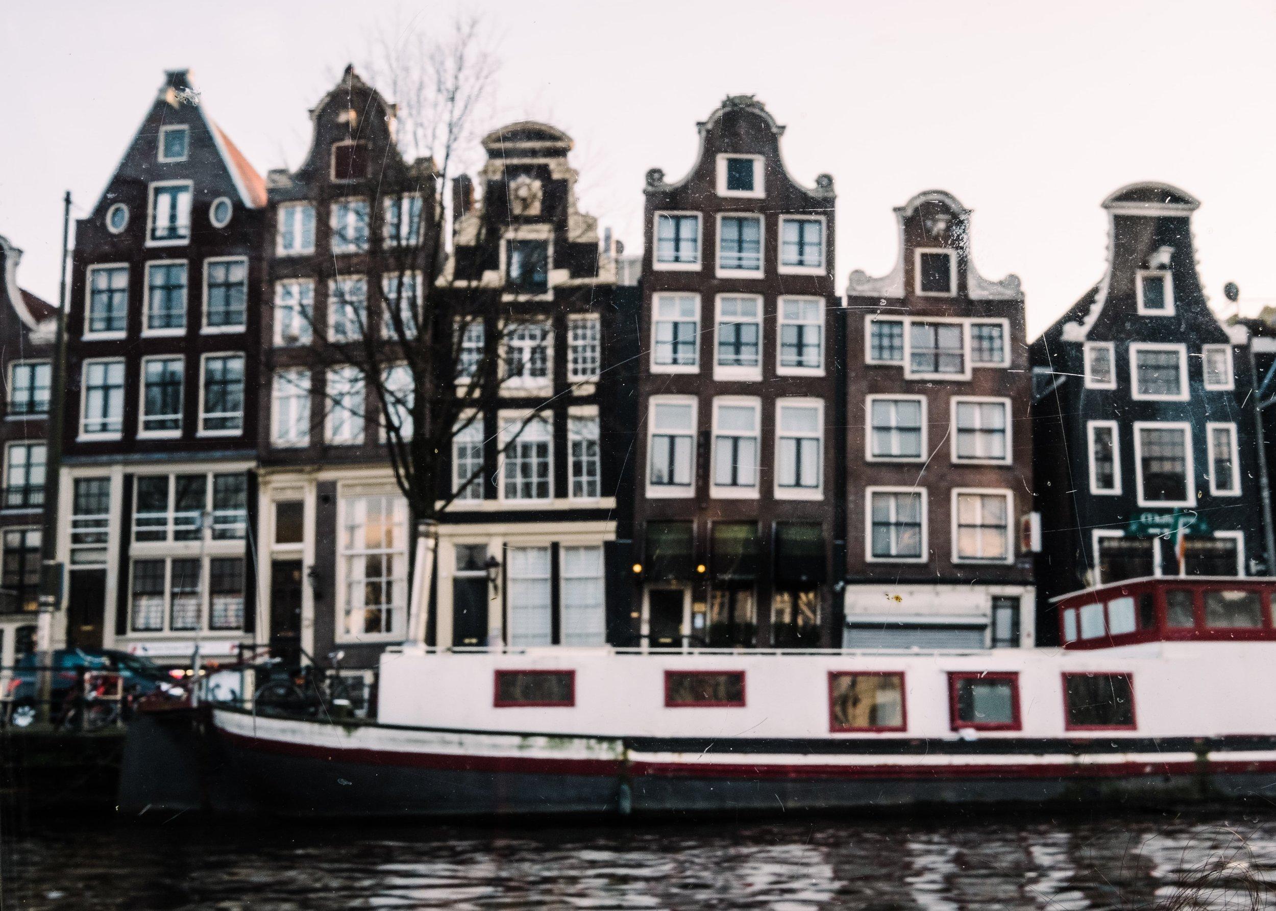 Amsterdam_JuliaMattis_Photo01-min.jpg
