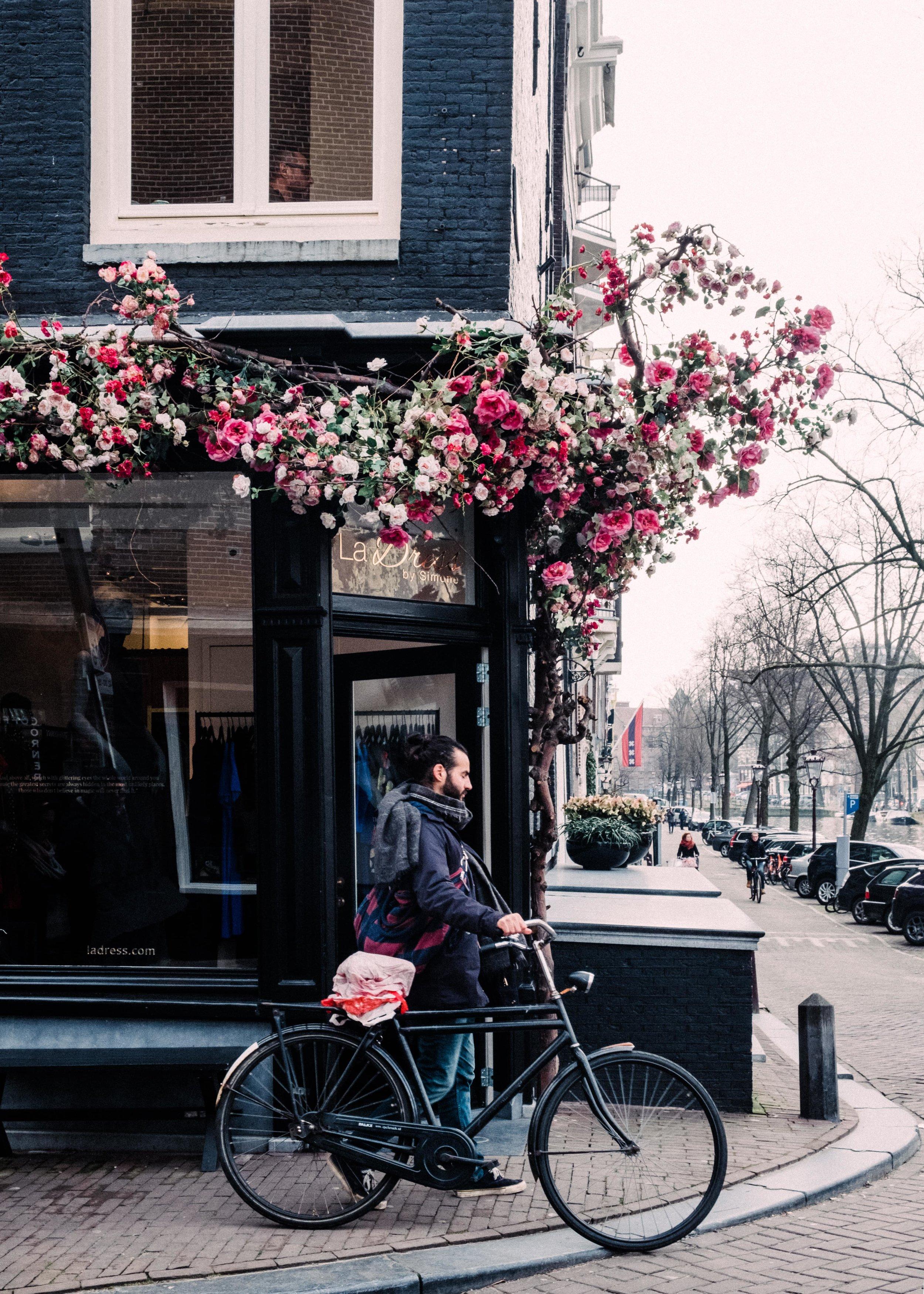Amsterdam_JuliaMattis_Photo02-min.jpg