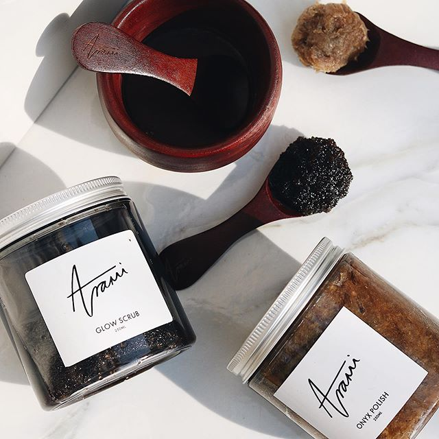 Secret home spa tip... 1 scoop of Onyx Polish + 1 scoop of Glow Scrub (mixed together) = a deeply cleansing & exfoliating combo  Try it tonight 🛀