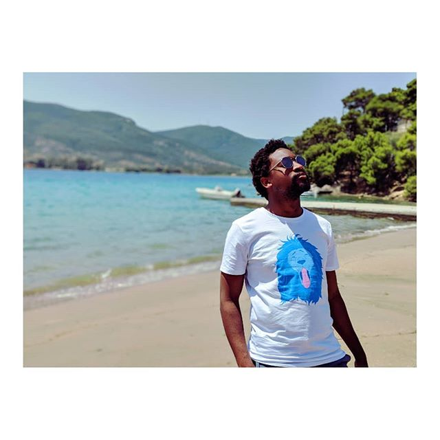 """A lion sleeps in the heart of every brave man"" . . @malikom #cartepostale #sea #sky #lion #tshirt #ootd #outfitoftheday #style #love #heart #fashionblogger #fashiontrends #fashionista"
