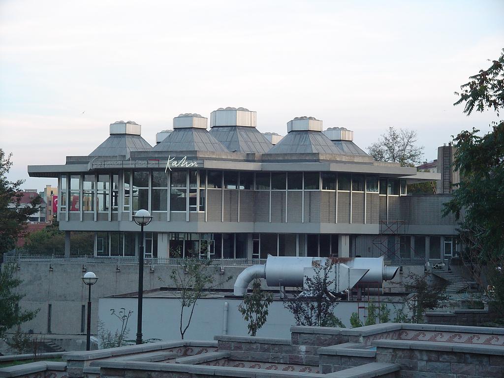 The exterior of Atatürk Kitaplığı. Courtesy of  Francis Jonckheere, Flickr .