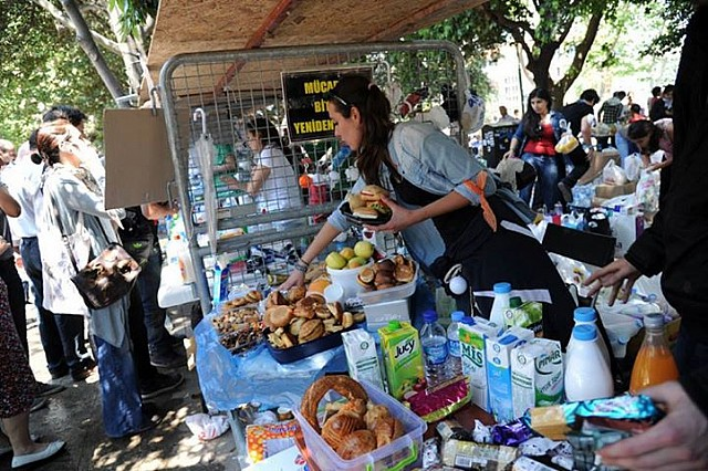 The Gezi Kitchen during the 2013 protests, courtesy of  Arkitera . Click photograph for more and source.